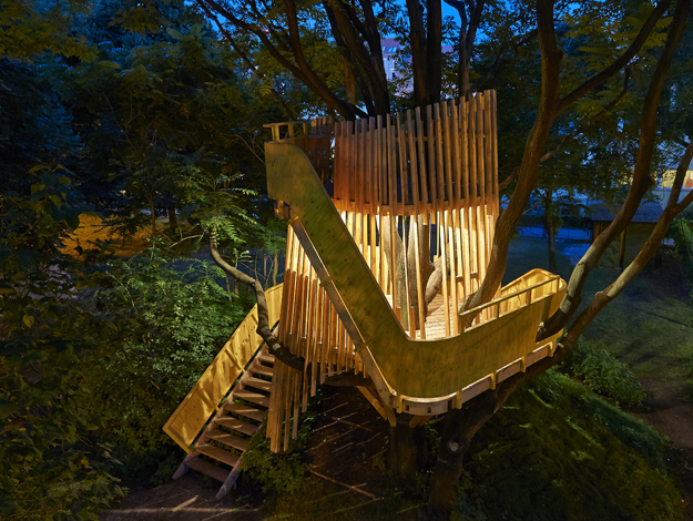 a treehouse in the middle of berlin the treehouseblog. Black Bedroom Furniture Sets. Home Design Ideas