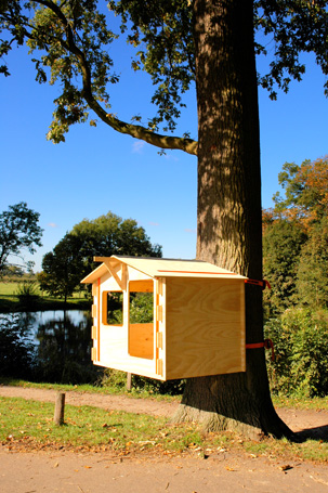 The build it yourself-treehouse from the Netherlands, a tree-friendly urinal and the boombank!