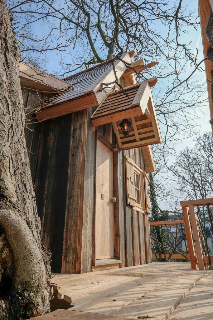 Scandalous: Unicorns take over a treehouse on the Rhine!
